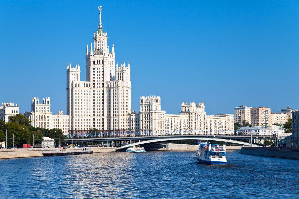 Постер Москва Москва город в летний деньМосква<br>Постер на холсте или бумаге. Любого нужного вам размера. В раме или без. Подвес в комплекте. Трехслойная надежная упаковка. Доставим в любую точку России. Вам осталось только повесить картину на стену!<br>