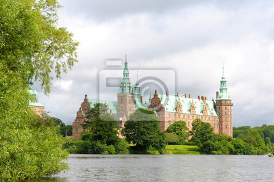 Постер Копенгаген Frederiksborg-Hiller?dКопенгаген<br>Постер на холсте или бумаге. Любого нужного вам размера. В раме или без. Подвес в комплекте. Трехслойная надежная упаковка. Доставим в любую точку России. Вам осталось только повесить картину на стену!<br>