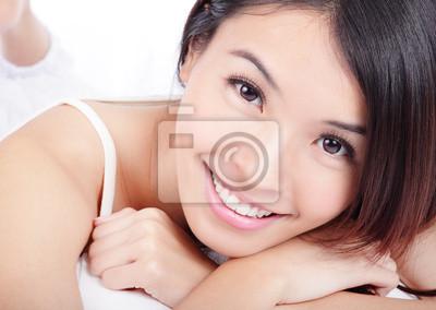 Постер Стоматология Женщина улыбающееся лицо с здоровья зубовСтоматология<br>Постер на холсте или бумаге. Любого нужного вам размера. В раме или без. Подвес в комплекте. Трехслойная надежная упаковка. Доставим в любую точку России. Вам осталось только повесить картину на стену!<br>