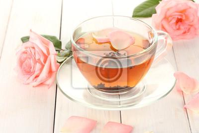 Постер Розы Чай с розы на белый деревянный столРозы<br>Постер на холсте или бумаге. Любого нужного вам размера. В раме или без. Подвес в комплекте. Трехслойная надежная упаковка. Доставим в любую точку России. Вам осталось только повесить картину на стену!<br>