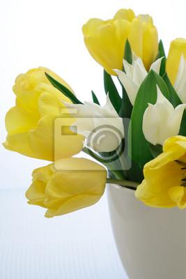Постер Тюльпаны Букет из желтых и белых тюльпанов в вазе на голубом фонеТюльпаны<br>Постер на холсте или бумаге. Любого нужного вам размера. В раме или без. Подвес в комплекте. Трехслойная надежная упаковка. Доставим в любую точку России. Вам осталось только повесить картину на стену!<br>