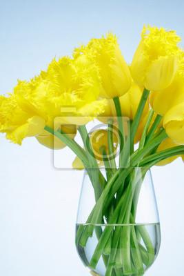 Постер Тюльпаны Желтые тюльпаны в стеклянной вазеТюльпаны<br>Постер на холсте или бумаге. Любого нужного вам размера. В раме или без. Подвес в комплекте. Трехслойная надежная упаковка. Доставим в любую точку России. Вам осталось только повесить картину на стену!<br>