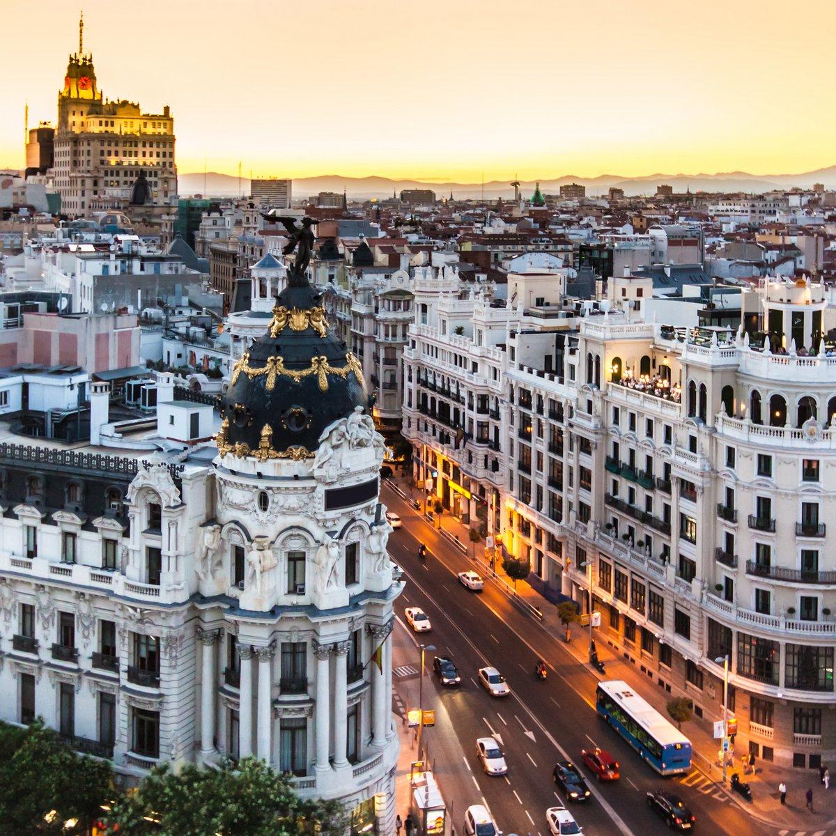 Постер Мадрид Панорамный вид Gran Via, Мадрид, Испания.Мадрид<br>Постер на холсте или бумаге. Любого нужного вам размера. В раме или без. Подвес в комплекте. Трехслойная надежная упаковка. Доставим в любую точку России. Вам осталось только повесить картину на стену!<br>