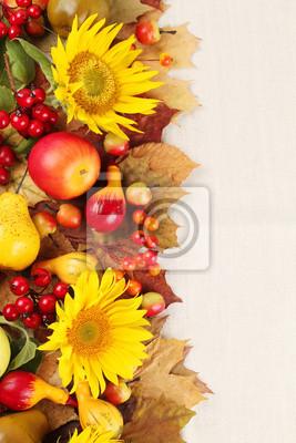 Постер Подсолнухи Осенний кадр с фруктами,тыквы и подсолнечникаПодсолнухи<br>Постер на холсте или бумаге. Любого нужного вам размера. В раме или без. Подвес в комплекте. Трехслойная надежная упаковка. Доставим в любую точку России. Вам осталось только повесить картину на стену!<br>