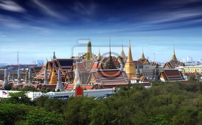 Постер Бангкок Wat pra kaew  Гранд Палас  на dustt,Бангкок, ТаиландБангкок<br>Постер на холсте или бумаге. Любого нужного вам размера. В раме или без. Подвес в комплекте. Трехслойная надежная упаковка. Доставим в любую точку России. Вам осталось только повесить картину на стену!<br>