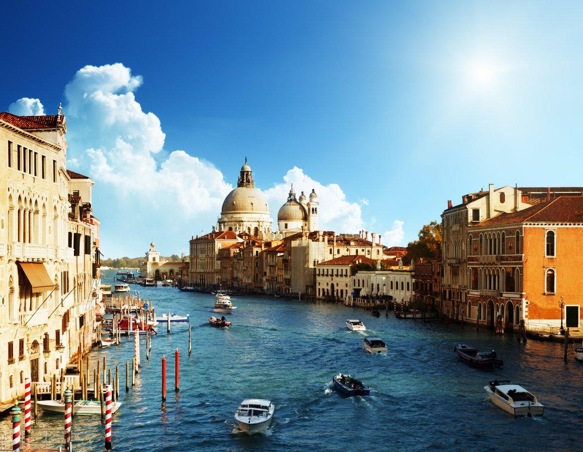 Постер Венеция Гранд-Канал и базилики Санта-Мария-делла-Салюте, ВенецияВенеция<br>Постер на холсте или бумаге. Любого нужного вам размера. В раме или без. Подвес в комплекте. Трехслойная надежная упаковка. Доставим в любую точку России. Вам осталось только повесить картину на стену!<br>
