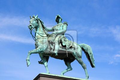 Постер Стокгольм Reiterstandbild K?nig Карл XIV Юхан в СтокгольмеСтокгольм<br>Постер на холсте или бумаге. Любого нужного вам размера. В раме или без. Подвес в комплекте. Трехслойная надежная упаковка. Доставим в любую точку России. Вам осталось только повесить картину на стену!<br>