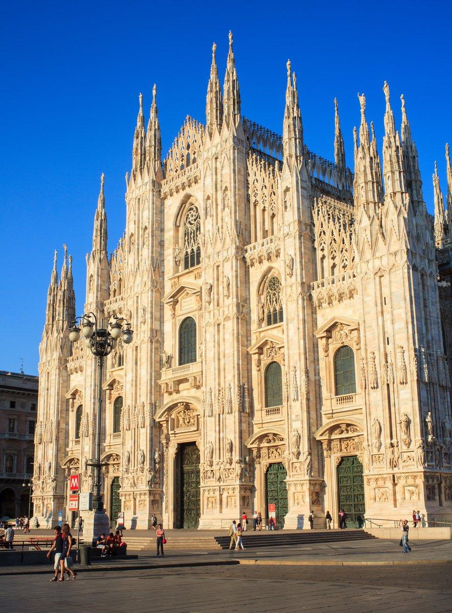 Постер Милан Duomo di milano - Миланский соборМилан<br>Постер на холсте или бумаге. Любого нужного вам размера. В раме или без. Подвес в комплекте. Трехслойная надежная упаковка. Доставим в любую точку России. Вам осталось только повесить картину на стену!<br>