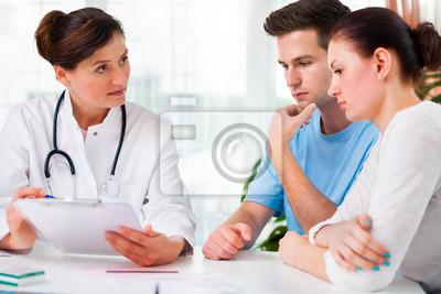 Доктор консультирует молодая пара, 30x20 см, на бумагеМедицина<br>Постер на холсте или бумаге. Любого нужного вам размера. В раме или без. Подвес в комплекте. Трехслойная надежная упаковка. Доставим в любую точку России. Вам осталось только повесить картину на стену!<br>