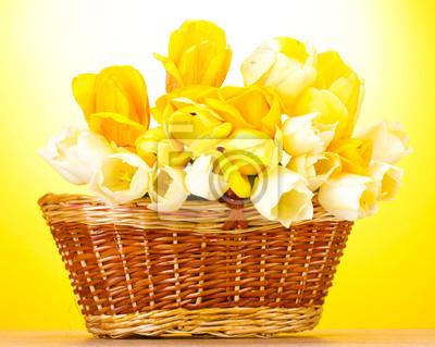 Постер Тюльпаны Красивые тюльпаны в корзине на деревянный стол, на желтыйТюльпаны<br>Постер на холсте или бумаге. Любого нужного вам размера. В раме или без. Подвес в комплекте. Трехслойная надежная упаковка. Доставим в любую точку России. Вам осталось только повесить картину на стену!<br>