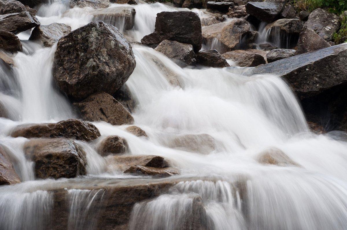 Постер Водопады Небольшой водопад в АльпахВодопады<br>Постер на холсте или бумаге. Любого нужного вам размера. В раме или без. Подвес в комплекте. Трехслойная надежная упаковка. Доставим в любую точку России. Вам осталось только повесить картину на стену!<br>