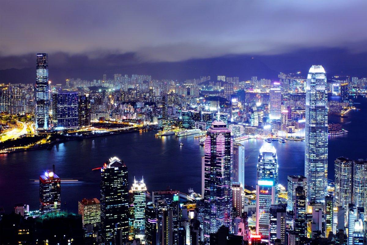 Постер Гонконг Гонконг город ночьюГонконг<br>Постер на холсте или бумаге. Любого нужного вам размера. В раме или без. Подвес в комплекте. Трехслойная надежная упаковка. Доставим в любую точку России. Вам осталось только повесить картину на стену!<br>