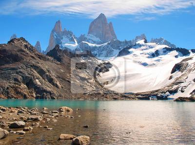 Постер Аргентина Красивый пейзаж с Т Фиц-Рой в Патагонии, Южной АмерикеАргентина<br>Постер на холсте или бумаге. Любого нужного вам размера. В раме или без. Подвес в комплекте. Трехслойная надежная упаковка. Доставим в любую точку России. Вам осталось только повесить картину на стену!<br>