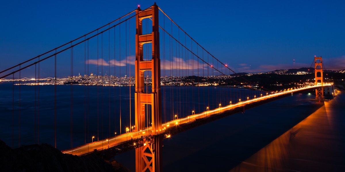 Постер Сан-Франциско Панорамный вид на мост золотые Ворота на ночь в Сан-ФранцискаСан-Франциско<br>Постер на холсте или бумаге. Любого нужного вам размера. В раме или без. Подвес в комплекте. Трехслойная надежная упаковка. Доставим в любую точку России. Вам осталось только повесить картину на стену!<br>