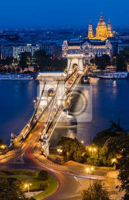 Постер Будапешт Цепной Мост и Danbue в ночь, БудапештБудапешт<br>Постер на холсте или бумаге. Любого нужного вам размера. В раме или без. Подвес в комплекте. Трехслойная надежная упаковка. Доставим в любую точку России. Вам осталось только повесить картину на стену!<br>