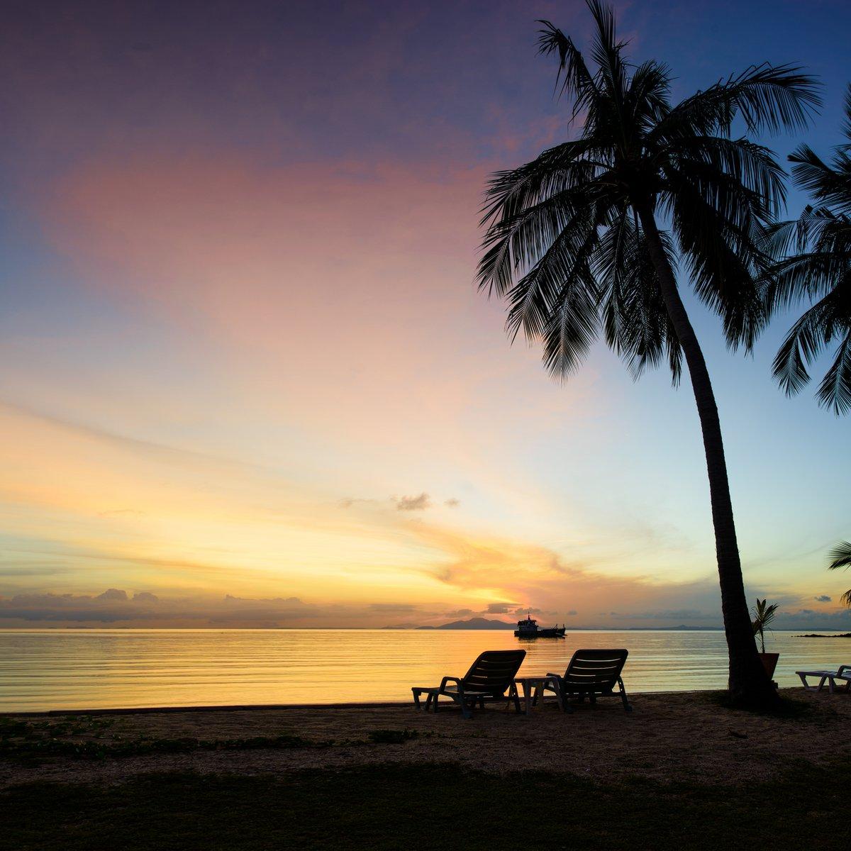 Постер Таиланд Красивый восход солнца на Пляж с пальмамиТаиланд<br>Постер на холсте или бумаге. Любого нужного вам размера. В раме или без. Подвес в комплекте. Трехслойная надежная упаковка. Доставим в любую точку России. Вам осталось только повесить картину на стену!<br>