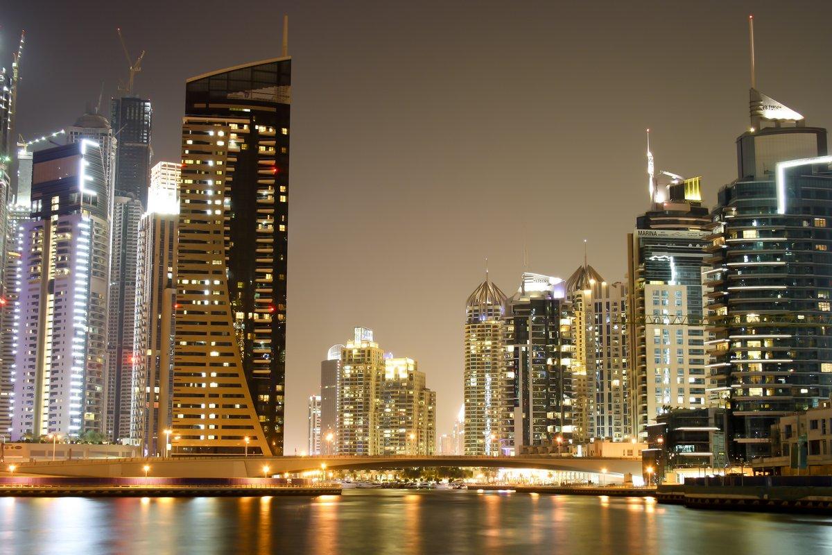 Постер Дубай Современные здания в ДубаеДубай<br>Постер на холсте или бумаге. Любого нужного вам размера. В раме или без. Подвес в комплекте. Трехслойная надежная упаковка. Доставим в любую точку России. Вам осталось только повесить картину на стену!<br>