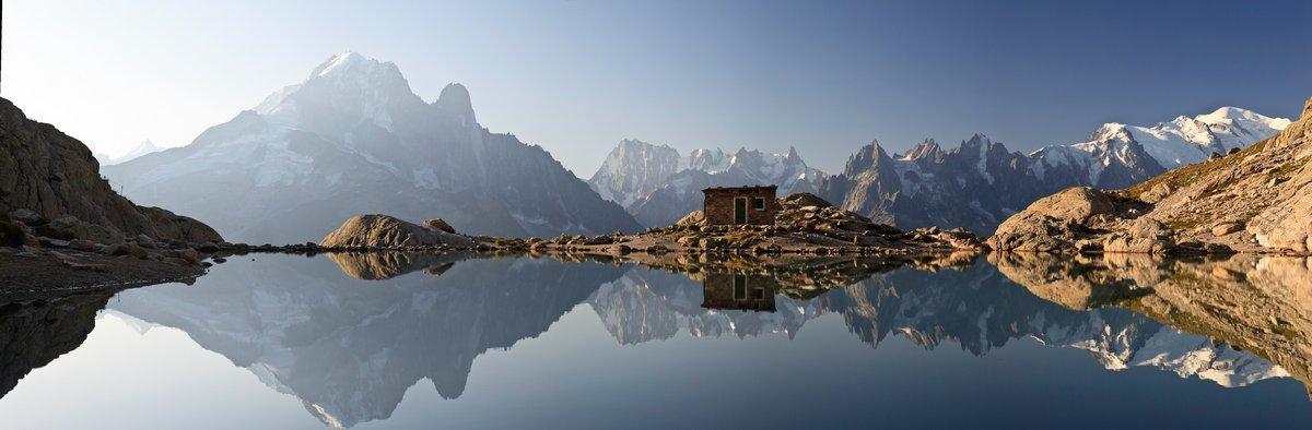 Постер Альпийский пейзаж Monte Bianco e АЛПИ riflesse в Lago BiancoАльпийский пейзаж<br>Постер на холсте или бумаге. Любого нужного вам размера. В раме или без. Подвес в комплекте. Трехслойная надежная упаковка. Доставим в любую точку России. Вам осталось только повесить картину на стену!<br>