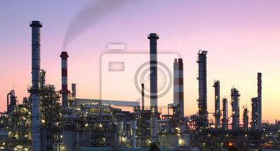 Постер Промышленность Переработки нефти и газа, в сумерках, - Нефтехимический завод, 37x20 см, на бумагеНефтяная промышленность<br>Постер на холсте или бумаге. Любого нужного вам размера. В раме или без. Подвес в комплекте. Трехслойная надежная упаковка. Доставим в любую точку России. Вам осталось только повесить картину на стену!<br>