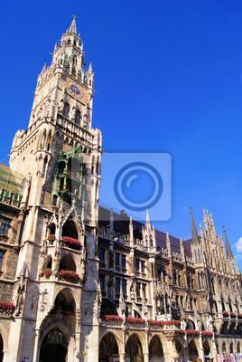 Постер Мюнхен Новая ратуша на площади Мариенплац, Мюнхен, ГерманияМюнхен<br>Постер на холсте или бумаге. Любого нужного вам размера. В раме или без. Подвес в комплекте. Трехслойная надежная упаковка. Доставим в любую точку России. Вам осталось только повесить картину на стену!<br>