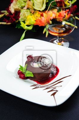Постер Еда и напитки Сочные шоколадный десерт со свежими ягодами на тарелку, 20x30 см, на бумагеКоньяк<br>Постер на холсте или бумаге. Любого нужного вам размера. В раме или без. Подвес в комплекте. Трехслойная надежная упаковка. Доставим в любую точку России. Вам осталось только повесить картину на стену!<br>