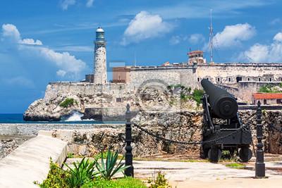Постер Куба Замок Эль-Морро в Гаване с древней пушкиКуба<br>Постер на холсте или бумаге. Любого нужного вам размера. В раме или без. Подвес в комплекте. Трехслойная надежная упаковка. Доставим в любую точку России. Вам осталось только повесить картину на стену!<br>