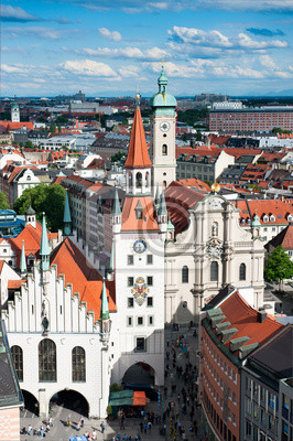 Постер Мюнхен Площадь Мариенплац и старинная ратуша в МюнхенеМюнхен<br>Постер на холсте или бумаге. Любого нужного вам размера. В раме или без. Подвес в комплекте. Трехслойная надежная упаковка. Доставим в любую точку России. Вам осталось только повесить картину на стену!<br>