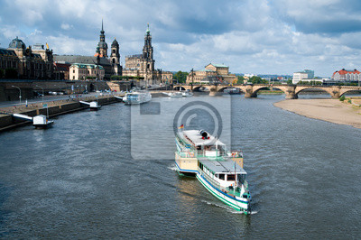 Постер Дрезден Дрезден Старый Город на водеДрезден<br>Постер на холсте или бумаге. Любого нужного вам размера. В раме или без. Подвес в комплекте. Трехслойная надежная упаковка. Доставим в любую точку России. Вам осталось только повесить картину на стену!<br>