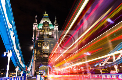 Постер Англия Тауэрский Мост в Лондоне, Великобритания с движущимися красный двухэтажный автобус.Англия<br>Постер на холсте или бумаге. Любого нужного вам размера. В раме или без. Подвес в комплекте. Трехслойная надежная упаковка. Доставим в любую точку России. Вам осталось только повесить картину на стену!<br>