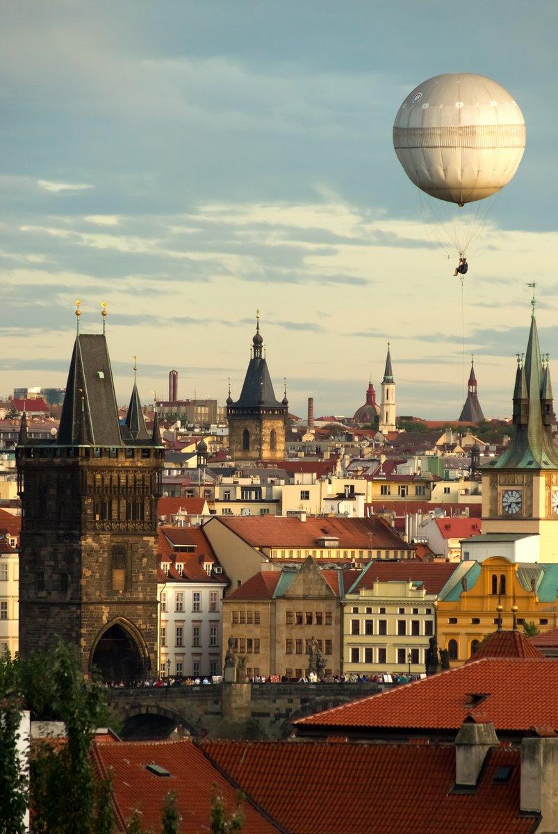 Постер Прага Прага сладкозвучных с шареПрага<br>Постер на холсте или бумаге. Любого нужного вам размера. В раме или без. Подвес в комплекте. Трехслойная надежная упаковка. Доставим в любую точку России. Вам осталось только повесить картину на стену!<br>