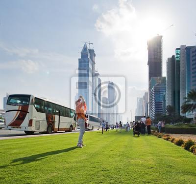 Постер Дубай Туристов на самой популярной улице небоскребы в ДубаеДубай<br>Постер на холсте или бумаге. Любого нужного вам размера. В раме или без. Подвес в комплекте. Трехслойная надежная упаковка. Доставим в любую точку России. Вам осталось только повесить картину на стену!<br>