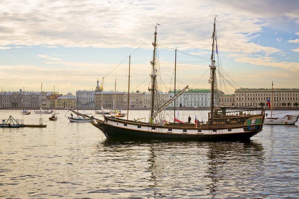 Постер Санкт-Петербург Классические яхтыСанкт-Петербург<br>Постер на холсте или бумаге. Любого нужного вам размера. В раме или без. Подвес в комплекте. Трехслойная надежная упаковка. Доставим в любую точку России. Вам осталось только повесить картину на стену!<br>