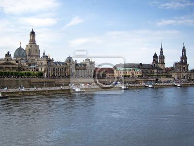 Постер Дрезден Городской пейзаж старого ДрезденаДрезден<br>Постер на холсте или бумаге. Любого нужного вам размера. В раме или без. Подвес в комплекте. Трехслойная надежная упаковка. Доставим в любую точку России. Вам осталось только повесить картину на стену!<br>