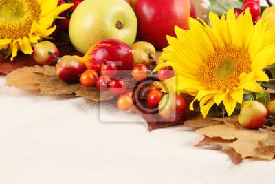 Постер Подсолнухи Осенний кадр с фруктами, тыквы и подсолнечникаПодсолнухи<br>Постер на холсте или бумаге. Любого нужного вам размера. В раме или без. Подвес в комплекте. Трехслойная надежная упаковка. Доставим в любую точку России. Вам осталось только повесить картину на стену!<br>