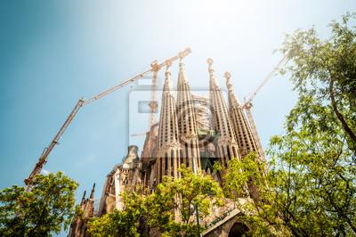 Постер Испания Саграда фамилия в Барселоне, Испания, Европа.Испания<br>Постер на холсте или бумаге. Любого нужного вам размера. В раме или без. Подвес в комплекте. Трехслойная надежная упаковка. Доставим в любую точку России. Вам осталось только повесить картину на стену!<br>