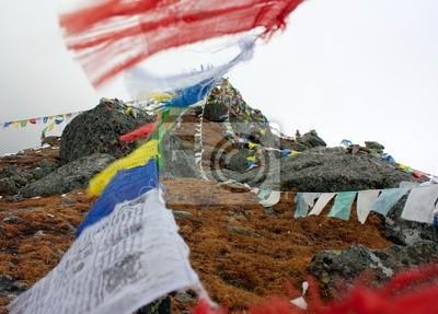 Постер Непал Буддийские молитвенные флаги в НепалеНепал<br>Постер на холсте или бумаге. Любого нужного вам размера. В раме или без. Подвес в комплекте. Трехслойная надежная упаковка. Доставим в любую точку России. Вам осталось только повесить картину на стену!<br>