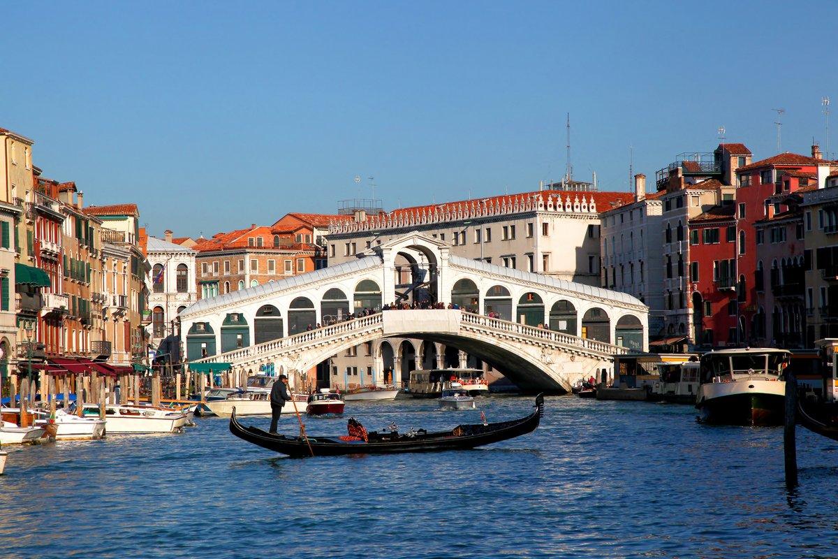 Мост Риальто с гондоле в Венеции, Италия, 30x20 см, на бумагеВенеция<br>Постер на холсте или бумаге. Любого нужного вам размера. В раме или без. Подвес в комплекте. Трехслойная надежная упаковка. Доставим в любую точку России. Вам осталось только повесить картину на стену!<br>