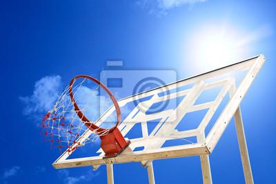 Постер Баскетбол Баскетбол дыра в солнце и синее небоБаскетбол<br>Постер на холсте или бумаге. Любого нужного вам размера. В раме или без. Подвес в комплекте. Трехслойная надежная упаковка. Доставим в любую точку России. Вам осталось только повесить картину на стену!<br>