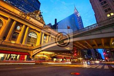 Постер Нью-Йорк Grand Central и 42-й Улице в сумерках, Нью-ЙоркНью-Йорк<br>Постер на холсте или бумаге. Любого нужного вам размера. В раме или без. Подвес в комплекте. Трехслойная надежная упаковка. Доставим в любую точку России. Вам осталось только повесить картину на стену!<br>