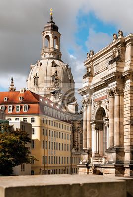 Постер Города и карты Церковь Богоматери (Frauenkirche) в Дрездене, 20x30 см, на бумагеДрезден<br>Постер на холсте или бумаге. Любого нужного вам размера. В раме или без. Подвес в комплекте. Трехслойная надежная упаковка. Доставим в любую точку России. Вам осталось только повесить картину на стену!<br>