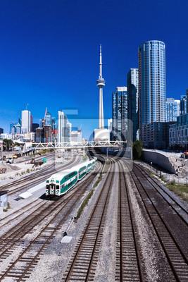 Постер Торонто Поезд ТоронтоТоронто<br>Постер на холсте или бумаге. Любого нужного вам размера. В раме или без. Подвес в комплекте. Трехслойная надежная упаковка. Доставим в любую точку России. Вам осталось только повесить картину на стену!<br>