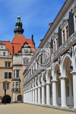 Постер Дрезден Лошадь двор в ДрезденеДрезден<br>Постер на холсте или бумаге. Любого нужного вам размера. В раме или без. Подвес в комплекте. Трехслойная надежная упаковка. Доставим в любую точку России. Вам осталось только повесить картину на стену!<br>