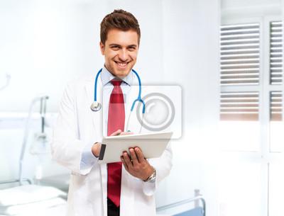Красивый врач с помощью планшета, 26x20 см, на бумагеМедицина<br>Постер на холсте или бумаге. Любого нужного вам размера. В раме или без. Подвес в комплекте. Трехслойная надежная упаковка. Доставим в любую точку России. Вам осталось только повесить картину на стену!<br>
