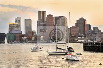 Постер Бостон Бостон горизонта и Внутренней гавани на закате, СШАБостон<br>Постер на холсте или бумаге. Любого нужного вам размера. В раме или без. Подвес в комплекте. Трехслойная надежная упаковка. Доставим в любую точку России. Вам осталось только повесить картину на стену!<br>