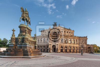 Постер Дрезден Галерея старых мастеров в ДрезденеДрезден<br>Постер на холсте или бумаге. Любого нужного вам размера. В раме или без. Подвес в комплекте. Трехслойная надежная упаковка. Доставим в любую точку России. Вам осталось только повесить картину на стену!<br>