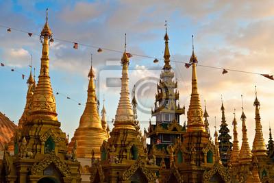 Постер Мьянма (Бирма) Shwedagon PayaМьянма (Бирма)<br>Постер на холсте или бумаге. Любого нужного вам размера. В раме или без. Подвес в комплекте. Трехслойная надежная упаковка. Доставим в любую точку России. Вам осталось только повесить картину на стену!<br>