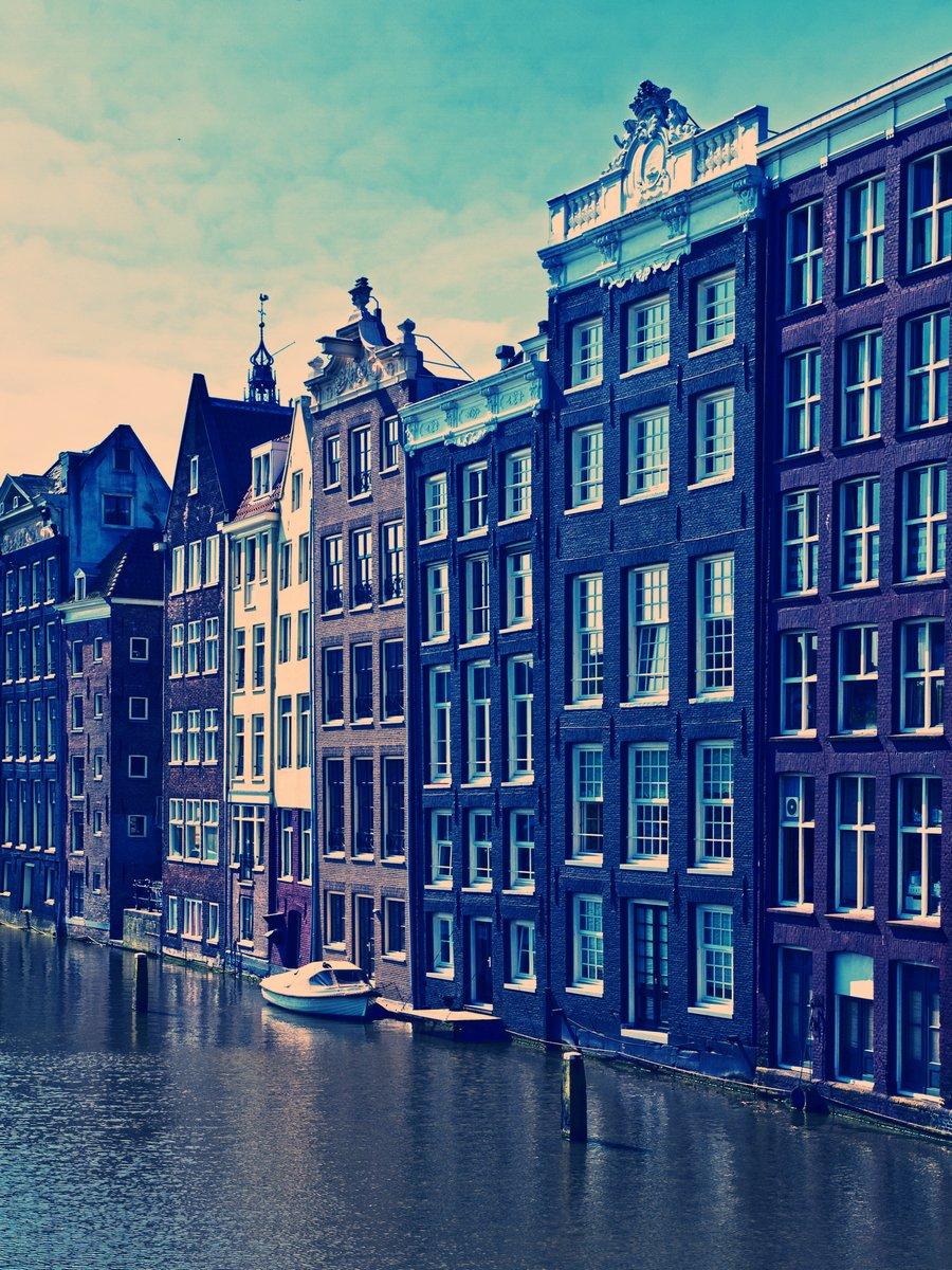 Постер Амстердам Канал в АмстердамеАмстердам<br>Постер на холсте или бумаге. Любого нужного вам размера. В раме или без. Подвес в комплекте. Трехслойная надежная упаковка. Доставим в любую точку России. Вам осталось только повесить картину на стену!<br>