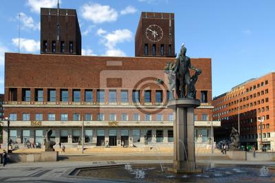 Постер Осло City Hall в центре Осло, НорвегияОсло<br>Постер на холсте или бумаге. Любого нужного вам размера. В раме или без. Подвес в комплекте. Трехслойная надежная упаковка. Доставим в любую точку России. Вам осталось только повесить картину на стену!<br>