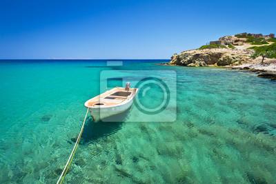 Постер Греция Синий лагуну или пляж на острове Крит, ГрецияГреция<br>Постер на холсте или бумаге. Любого нужного вам размера. В раме или без. Подвес в комплекте. Трехслойная надежная упаковка. Доставим в любую точку России. Вам осталось только повесить картину на стену!<br>