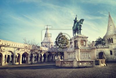 Постер Будапешт Статуя Святого СтефанаБудапешт<br>Постер на холсте или бумаге. Любого нужного вам размера. В раме или без. Подвес в комплекте. Трехслойная надежная упаковка. Доставим в любую точку России. Вам осталось только повесить картину на стену!<br>